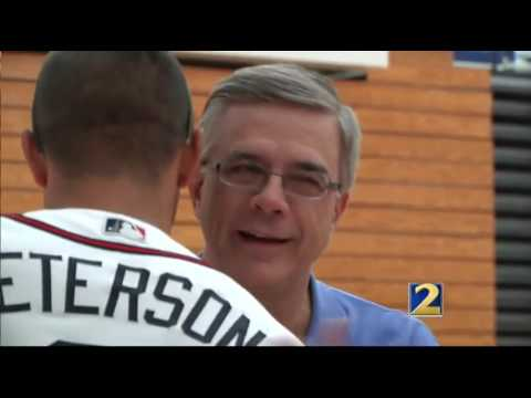 Atlanta Braves honor Atlanta local hero for teaching beep baseball and goalball